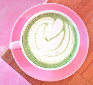 Pflanzenmilch Matcha Latte