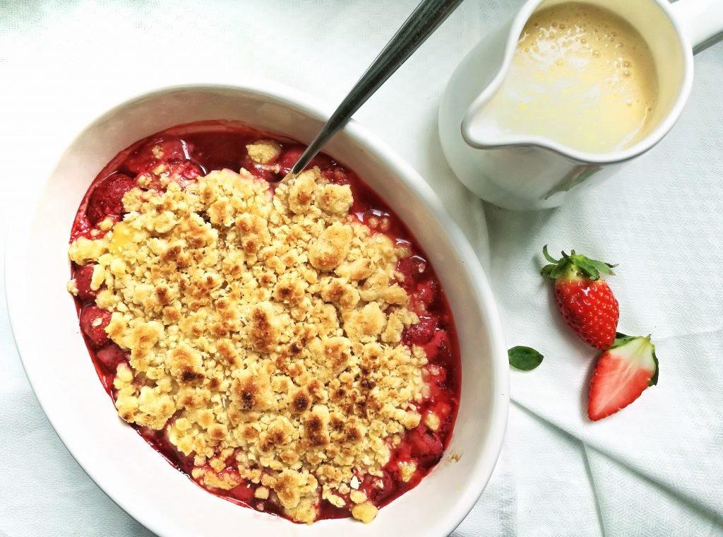 Erdbeercrumble mit Vanillesauce