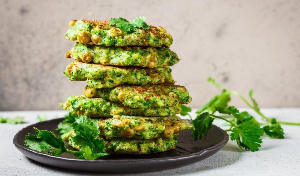 Brokkoli-Kichererbsen-Pfannkuchen