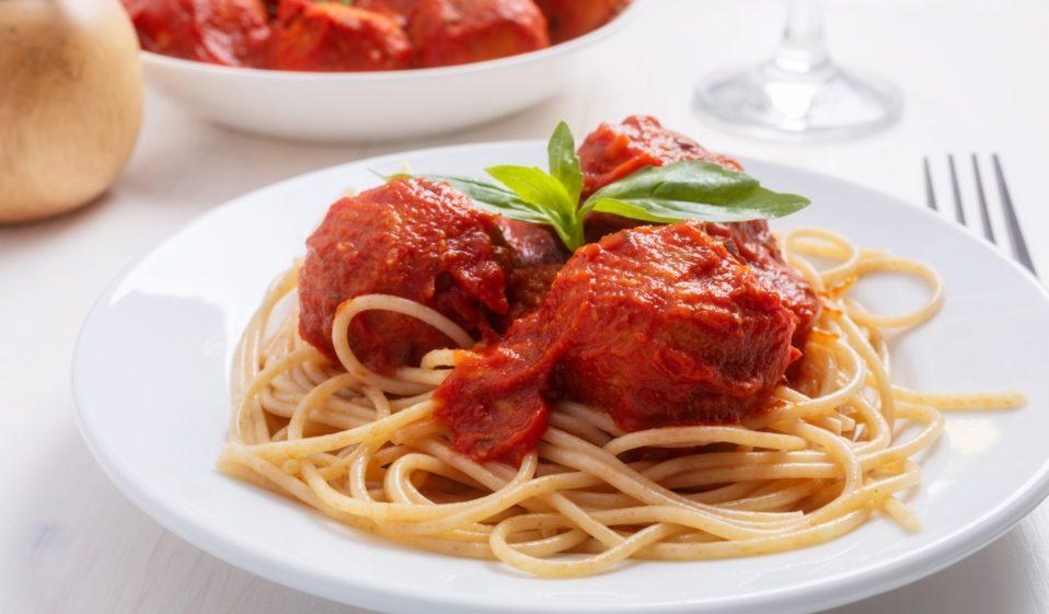 Unfassbar gut: Vegane Meatballs in Tomatensauce!